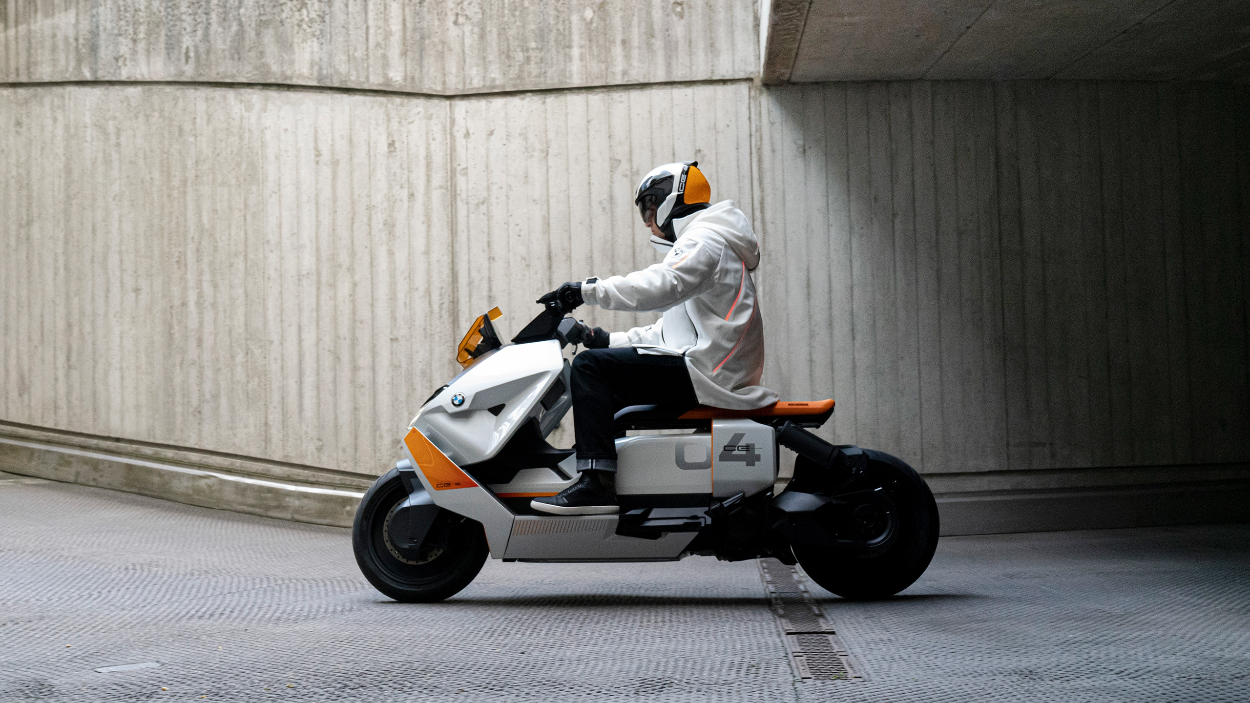 https://www.bmw-motorrad.fr/content/dam/bmwmotorradnsc/common/multiimages/images/experience/stories/urban_mobility/definition-ce-04/nsc-master-definition-ce-04_2560x1440.jpg.asset.1614612385484.jpg